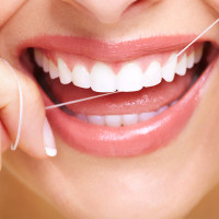 ¿Es aconsejable usar seda o hilo dental?